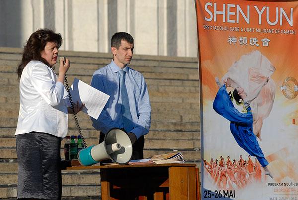 Пресс конференция организаторов и артистов концерта shen Yun после срыва представления в Кишеневе 25 мая. Фото: Владимир Бородин/The Epoch Times