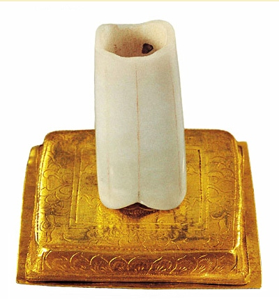 «Палец Будды», священный фрагмент останков Будды Шакьямуни. Фото с baike.baidu.com