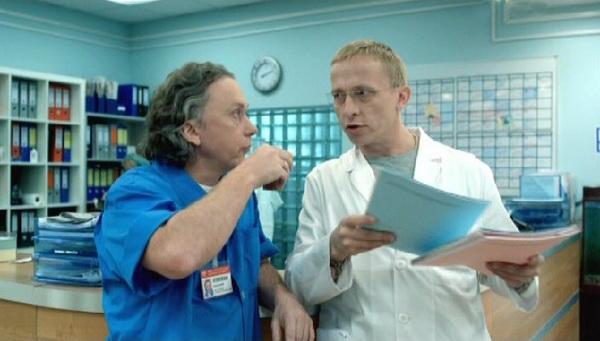 «Интерны». Врач-венеролог Купитман и доктор Быков в сериале «Интерны». Фото с сайта vokrug.tv