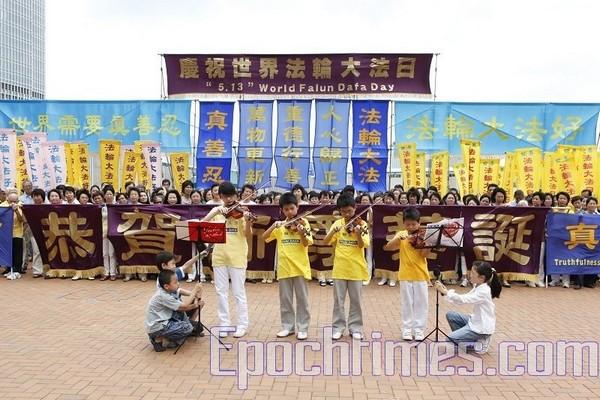 Празднование Дня Фалунь Дафа в Гонконге. 2010 год Фото: The Epoch Times
