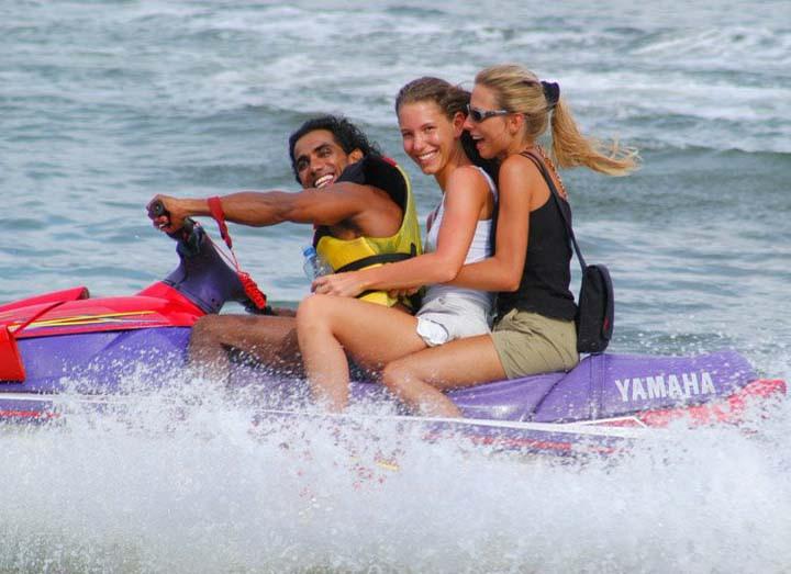 Водные развлечения. Фото: Sri Lankan Boy/Flickr