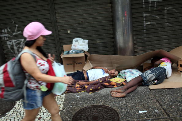 Вместе с экономическим ростом в странах Латинской Америки, становится все более острой проблема бездомных. Рио-де-Жанейро, Бразилия. Фото: Spencer Platt/Getty Images