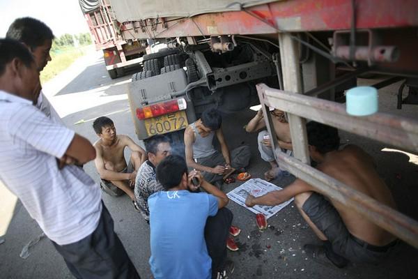 Автомобильная пробка в Китае на трассе Пекин-Тибет растянулась на более 260 км. Фото с kanzhongguo.com