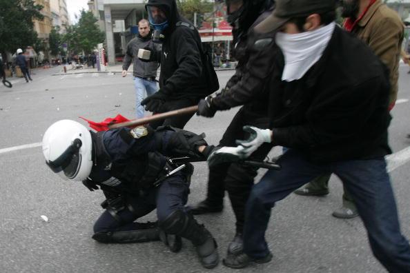 Анархисты устроили в Афинах массовые беспорядки. Фото: Milos Bicanski/Getty Images