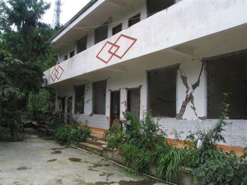 Большинство местных жителей деревни живут в зданиях, находящихся в аварийном состоянии. Фото с secretchina.com