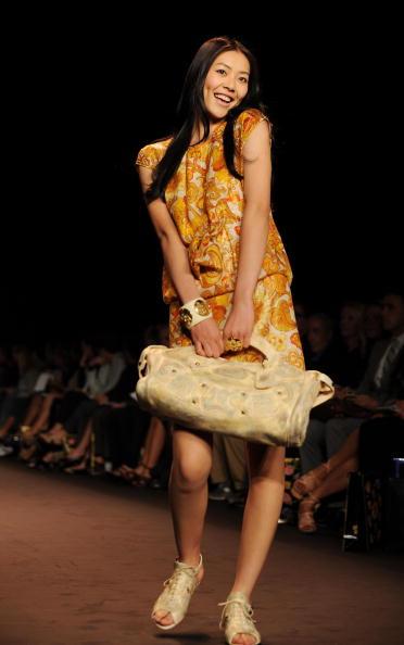 Коллекция от Anna Sui 'Весна 2010'. Фото: Frazer Harrison/Getty Images