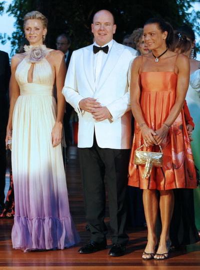 Принц Монако Альберт II со своей невестой Шарлин Уитсток посетили Телевизионный фестиваль в Монте-Карло. Фото: CHRISTIAN ALMINANA/AFP/Getty Images