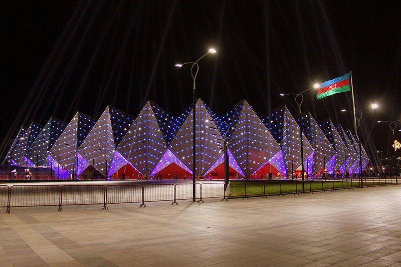 Бакинский кристальный зал ночью. Фото: Gulustan/commons.wikimedia.org
