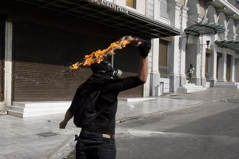 Афины, Греция, 18 октября. Общенациональная суточная забастовка в стране не обошлась без жёстких столкновений. Фото: Milos Bicanski/Getty Images