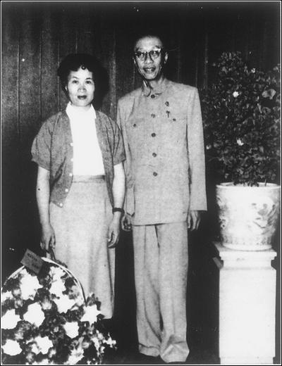 Пу И с женой Ли Шусянь. Фото с secretchina.com