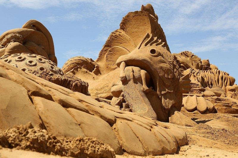 Песчаная скульптура «Из жизни рыб». Авторы Фред Доббс (Fred Dobbs) и Наташа Каменская (Natasha Kamenskaia). Франкстон, Австралия. Фото: Graham Denholm/Getty Images