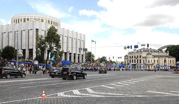 Эскорт президента Украины Виктора Януковича, приехавшего для встречи со СМИ в 'Украинский дом' в Киеве 4 июля 2010 года. Фото: Владимир Бородин/The Epoch Times