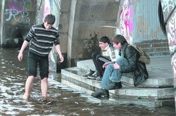 Киев поплыл: в воде парки и набережная. Фото: segodnya.ua