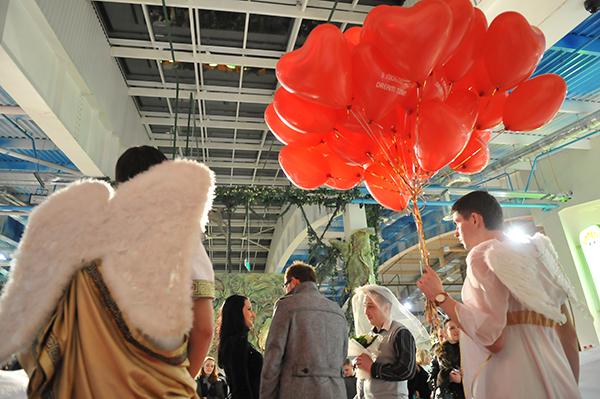 Шуточная свадьба в День святого Валентина в Киеве 14 февраля 2011 года. Фото: Владимир Бородин/The Epoch Times