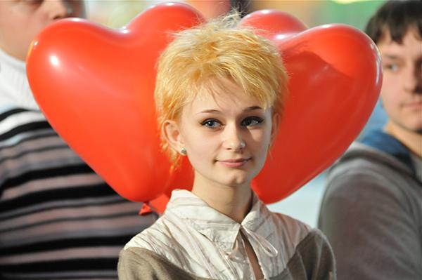 Девушка на шуточной свадьбе в День святого Валентина в Киеве 14 февраля 2011 года. Фото: Владимир Бородин/The Epoch Times