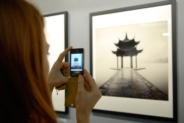 Фотовыставка Джозефа Хофленера(Josef Hoflehner) открылась в Киеве 13 ноября 2009 года. Фото: Владимир Бородин/The Epoch Times