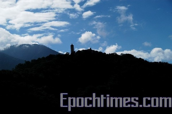 Башня Цзыэнь (Башня сострадания и милосердия) на острове Лалу. Фото: The Epoch Times