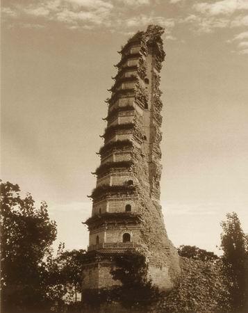 Полуразрушенная пагода храма Фамэнь до восстановления. Фото с oyly.net