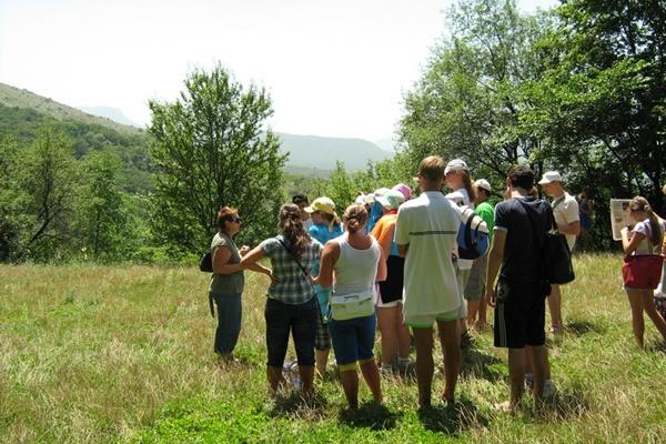 Группы туристов на экскурсии. Место-Туфовая площадка.Фото:Павел Хулин/The Epoch Times Украина