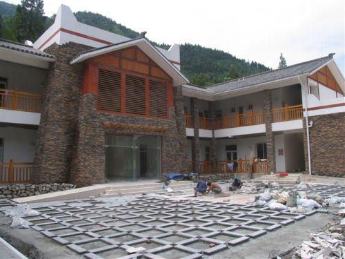 Строящееся здание поссовета в деревне Наньюе провинции Сычуань. Фото с secretchina.com