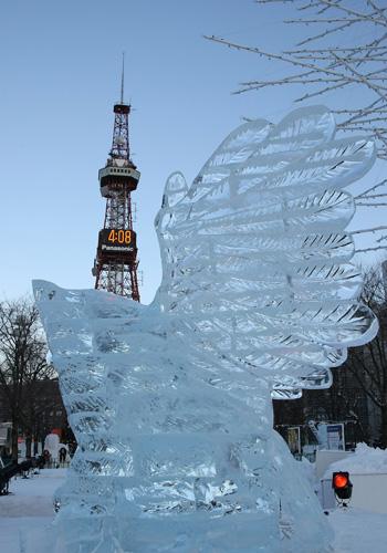 Размеры снежных скульптур могут достигать 25 метров в ширину и 15 метров в высоту. Фото: Koichi Kamoshida/Getty Images