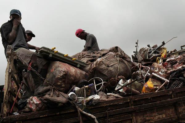 Самая большая мусорная свалка в Латинской Америке позволяет зарабатывать сортировщикам отходов 20 долл. ежедневно. Бразилия. Фото: Spencer Platt/Getty Images
