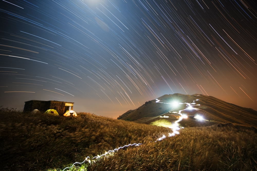 «Sunset Peak Star Trail». Победитель в номинации «People and Space». Фото: Chap Him Wong/Royal Observatory Greenwich
