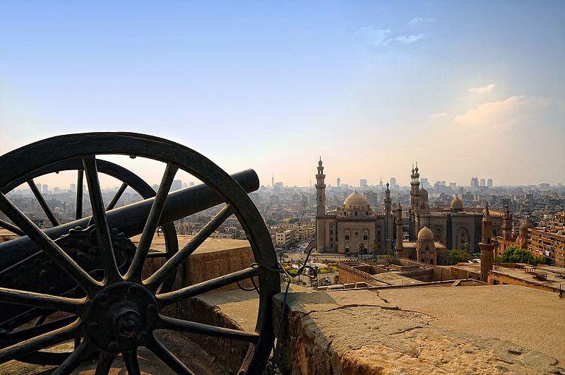 11место. Мечеть ар-Рифаи (справа) и Мечеть султана Хасана (слева) с Каирской цитадели, Египет. Автор фото — Mohamed kamal 1984, лицензия CC-BY-SA-4.0