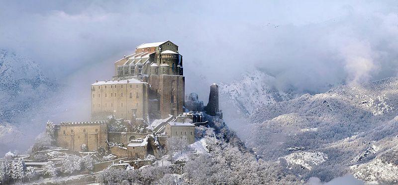 2место. Сакра-ди-Сан-Мишель (монастырь святого Михаила) на горе Пиркирьяно, провинция Турин, Италия. Автор фото — Elio Pallard, лицензия CC-BY-SA-4.0
