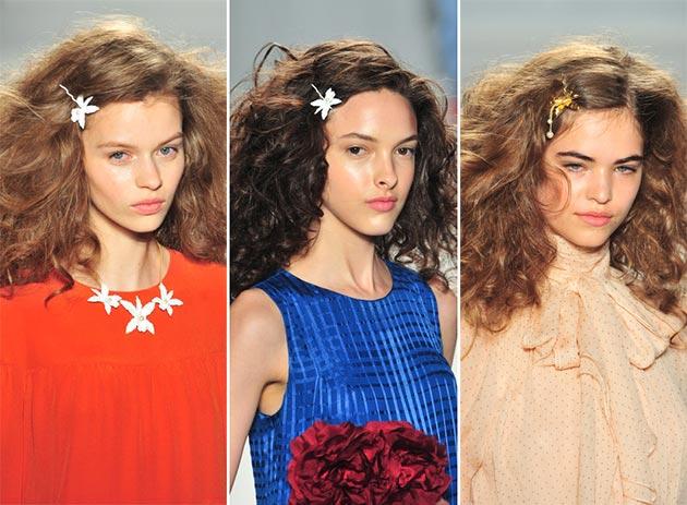 Цветочные заколки Jenny Packham. Фото: fashionisers.com