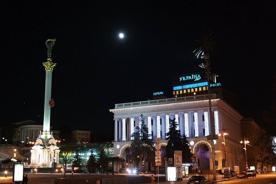 Ковзанка у центрі Києва знову вкрилася кригою. Фото: Федір Триногов/EpochTimes.com.ua