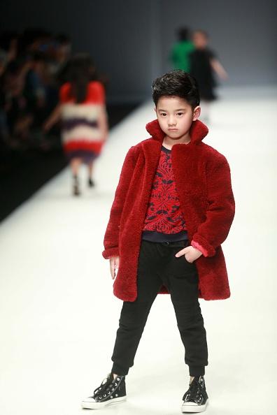 Дитяча мода на показі в Китаї. Фото: STR/AFP/Getty Images