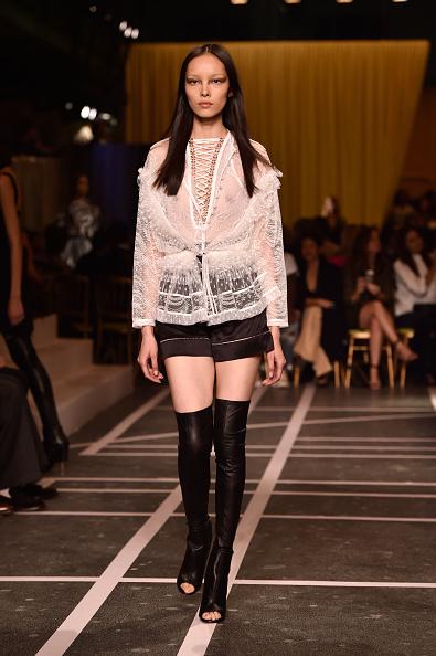Новинки на Paris Fashion Week весна/літо 2015. Показ Givenchy. Фото: Pascal Le Segretain/Getty Images