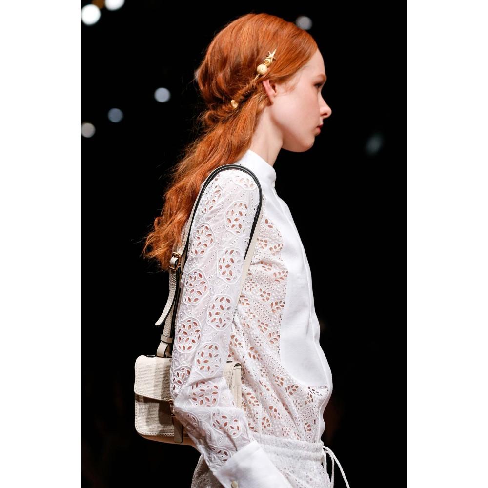 Прикраса для волосся Valentino. Фото: mytheresa.com