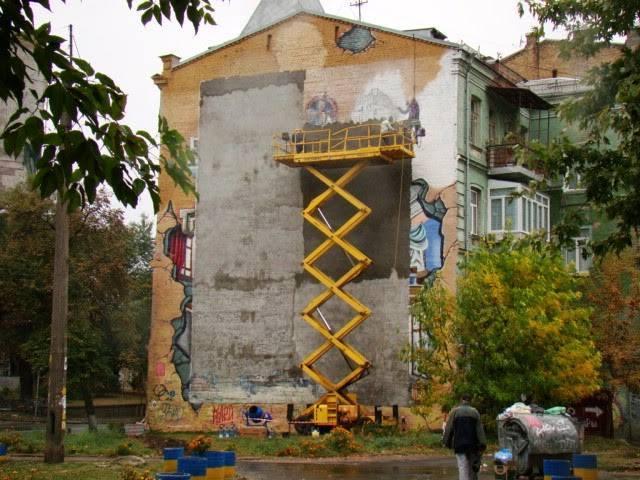 Стіну недалеко від Пейзажної алеї, біля якої багато хто фотографувався, перефарбували. Фото: фейсбук Марини Слободянюк