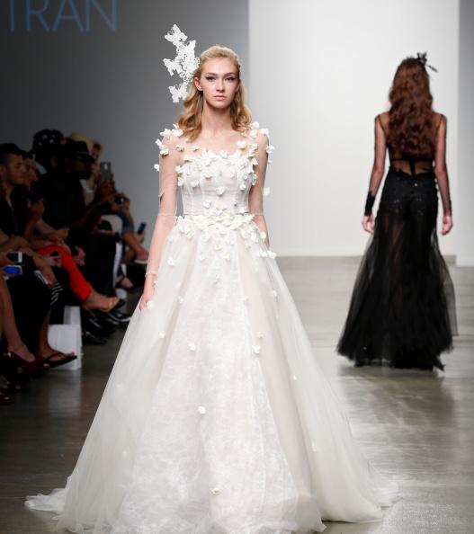 Mercedes-Benz Fashion Week весна 2015: весільні сукні. Фото: Brian Ach/Getty Images
