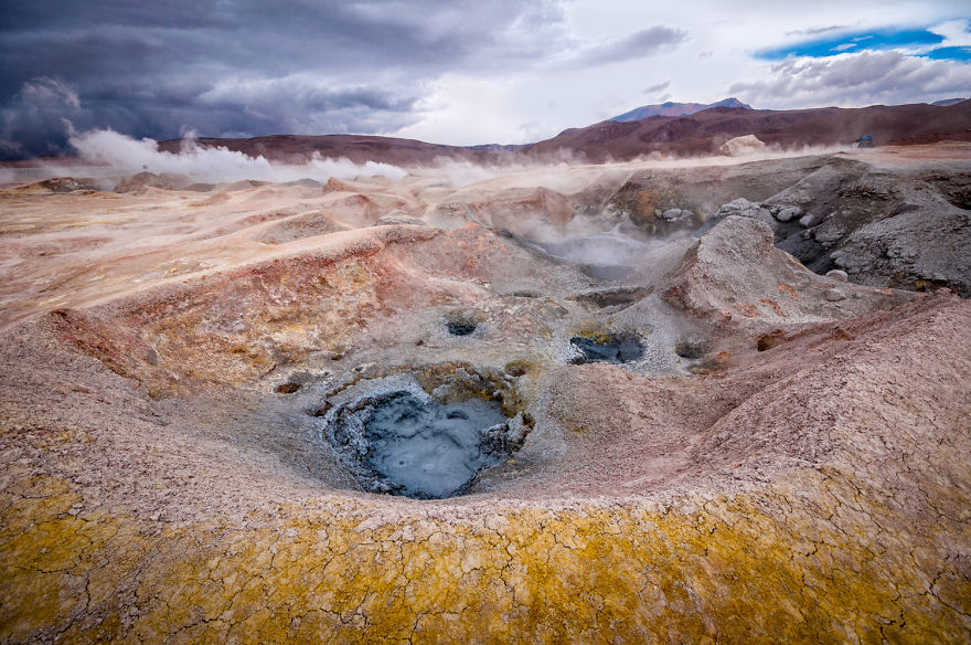 Сулфур. Красивейшее вулканическое место. Правда, здесь чувствуется нехватка кислорода. Фото: boredpanda.com