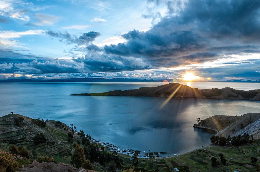 Захід на озері Тітікака. Фото: boredpanda.com