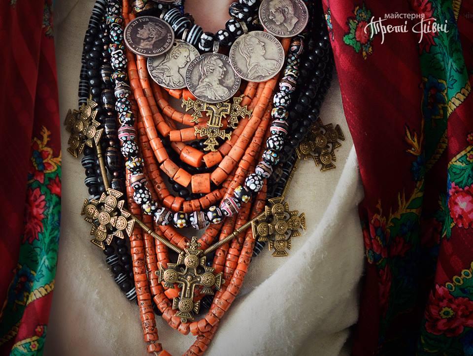 Древняя украинская одежда и украшения из частной коллекции Роксоланы Шимчук. Фото: facebook.com/TretiPivni