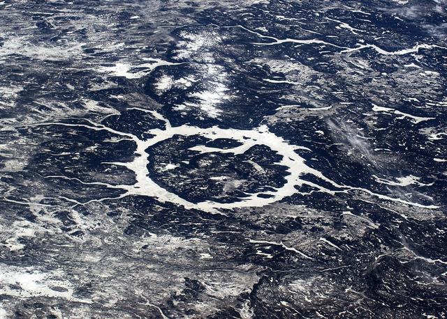 Ударный кратер Маникуаган в Канаде. Фото: Tim Peake/ESA/NASA