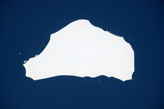 Айсберг размером с Лондон, отколовшийся от Антарктиды. Фото: Tim Peake/ESA/NASA