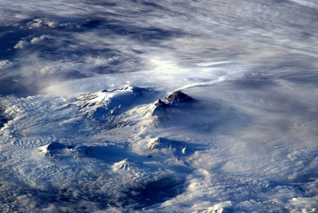 Діючий вулкан на східному узбережжі Росії. Фото: Tim Peake/ESA/NASA