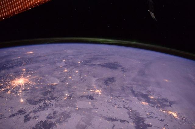 Зимняя Москва на фоне северного сияния. Фото: Tim Peake/ESA/NASA