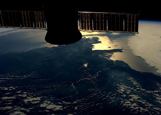 Солнце отражается в Сене. Восточная часть Франции. Фото: Tim Peake/ESA/NASA