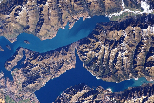Озёра Уанака (сверху) и Хавеа. Новая Зеландия. Фото: Tim Peake/ESA/NASA
