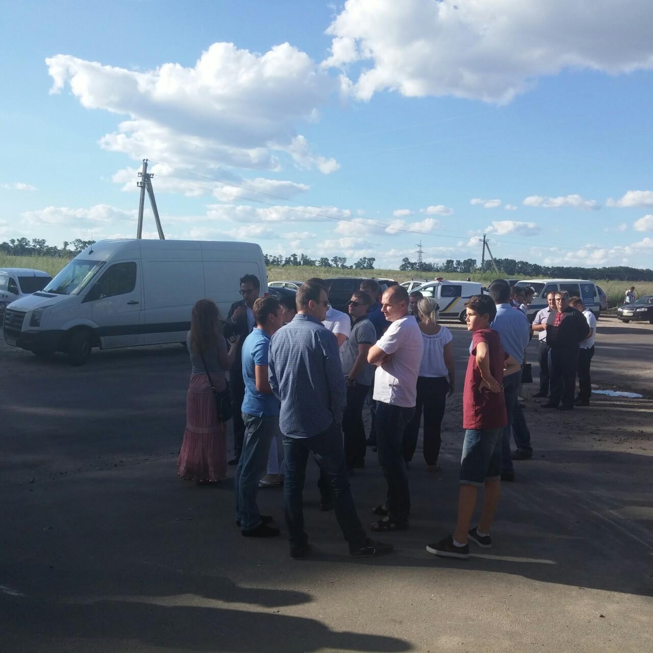 Біля полігону твердих побутових відходів між Тарасівкою і Крюківщиною. Фото: EpochTimes.com.ua