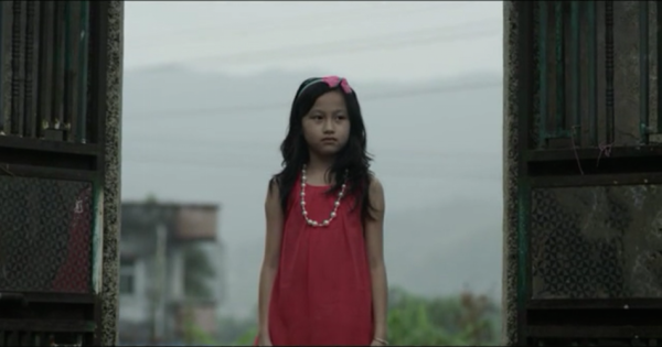 Лілі, яка їде в сільську місцевість за своїм братом. Скріншот: Vimeo