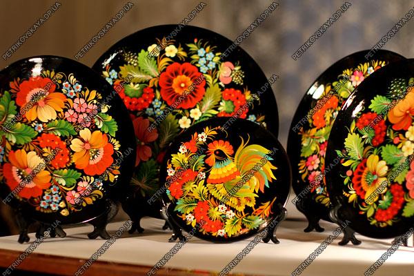 Пример петриковской росписи. Фото: petrikovskaya.dp.ua