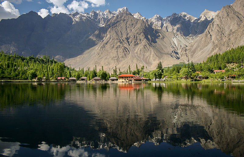 Переможець 2015 року — фото озера Шанґріла у Центральнокаракорамському національному парку у Пакистані. Фото: Zaeemsiddiq/wikilovesearth.org.ua. Вільна ліцензія CC-BY-SA-3.0