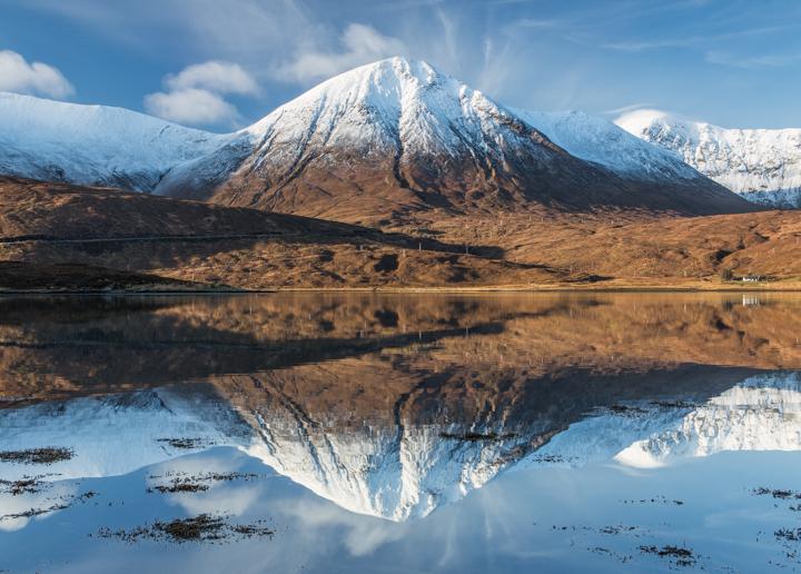 Відображення гір. Озеро Ainort. Фото: Томас Хітон/thomasheaton.co.uk ©